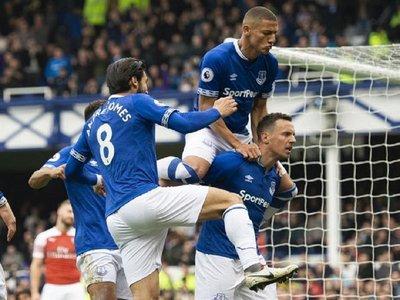 El Everton gana y complica al Arsenal