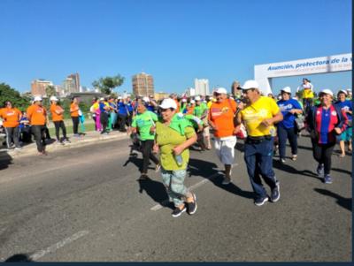 Colorida correcaminata por el Día de la Salud en la Costanera