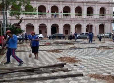 HOY / Mario pidió a la Policía acompañar mudanza de damnificados a las plazas, aseguran