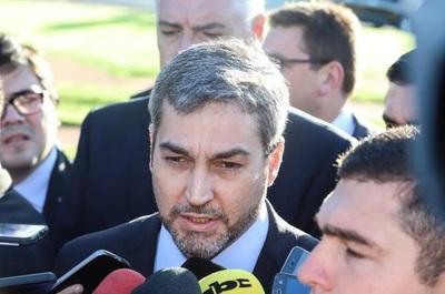 Abdo Benítez afirma que no puede interceder en caso de militar madre