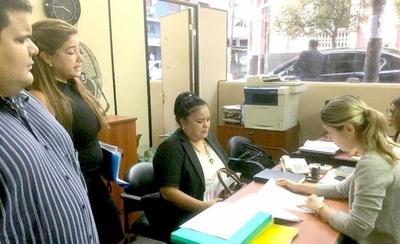 HOY / Fiscalía cajonea denuncia de estafa contra Carla Bacigalupo