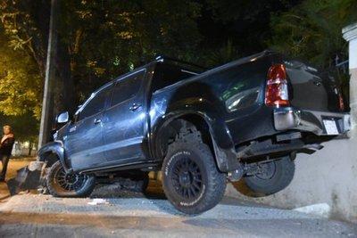 Chofer salva su vida tras aparatoso accidente