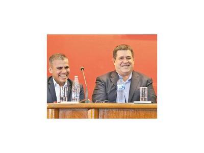 En ANR siguen defendiendo la enmienda que intentó imponer  Horacio Cartes