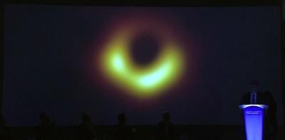 Revolución en Astrofísica Logran por primera vez una foto de un agujero negro