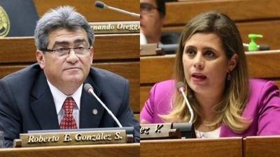 """HOY / Tras acto de Payo, diputados arman su show: """"Micrófono les produce sensación multiorgásmica"""""""