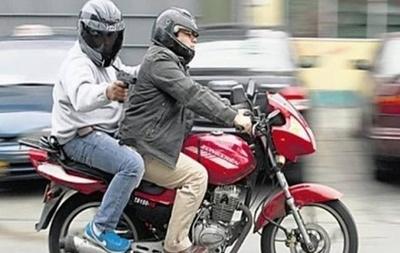HOY / Número de chapa en cascos  para 'desenmascarar' a los  motochorros, proponen