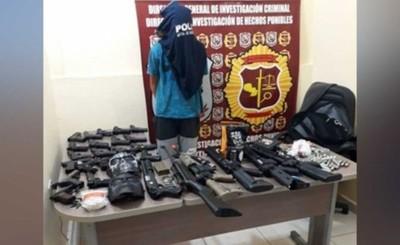 """""""Free Fire"""" de 14 años detenido con casi 30 armas"""