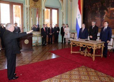 Titular de la Corte participa en juramento de embajador