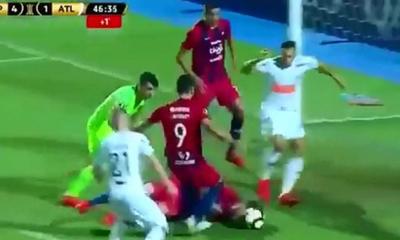 Tenía cuatro costillas rotas, igual intentó trabar con la cabeza para evitar un gol – Prensa 5