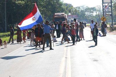Caaguazú: indígenas cierran ruta para pedir asistencia del gobierno