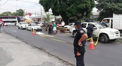 Camión subió a paseo central y atropelló a funcionaria de Aseo Urbano