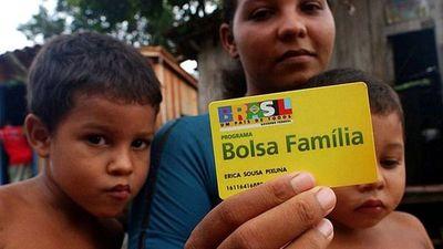 Bolsonaro amplía programa social emblemático de la izquierda en Brasil