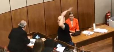 Nuevo incidente en la plenaria del Senado: Payo Cubas le derrama agua a Calé