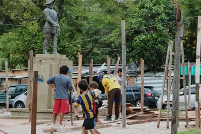 Damnificados no aceptan salir de la Plaza Juan de Salazar