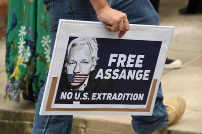 ONU pide que se garantice derecho de Assange a juicio justo
