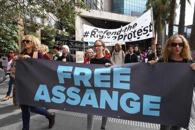 Assange teme ser condenado a décadas en prisión si es extraditado a EE.UU.