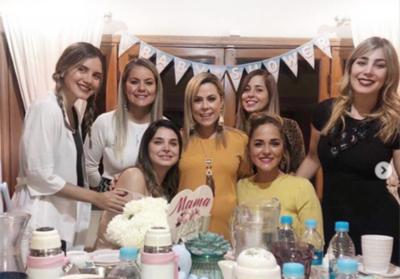HOY / Karina organizó un baby shower para Lizarella: La ex de su actual