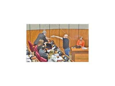 Cuestionados senadores fueron los jueces del polémico Payo Cubas