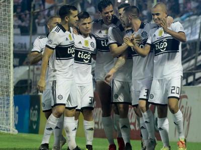 Olimpia y Cerro golean y mantienen disputa por el campeonato