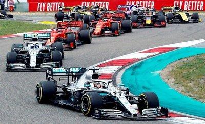 Hamilton gana y toma la punta