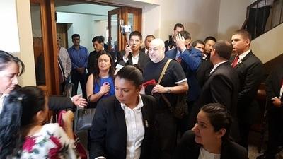 Payo Cubas llega al Palacio para reunirse con Abdo Benítez