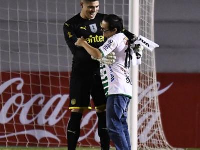 El gesto del arquero de Peñarol que conmueve al mundo