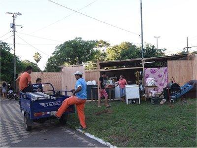 Comuna no tiene prisa para despejar a damnificados frente a El Cabildo