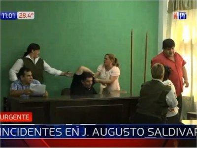 Incidentes y heridos frente a la Municipalidad de J. Augusto Saldívar