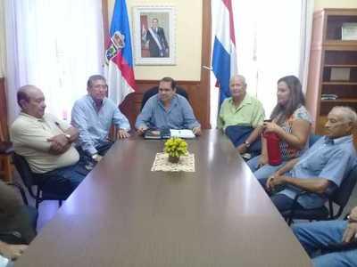 Gobernador recibe al fin a abuelitos, pero pide tiempo