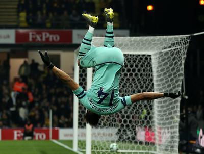 Un blooper de Foster le da el triunfo al Arsenal