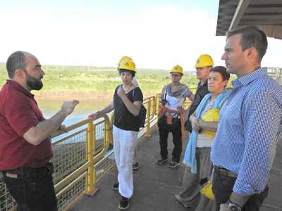 Delegación suiza valora aporte de Itaipu sobre obras de Bertoni
