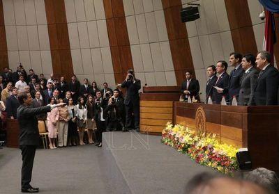 Martínez Simón juró como ministro de la Corte