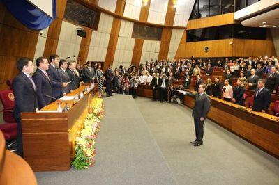 El doctor Martínez Simón juró como nuevo ministro de la CSJ