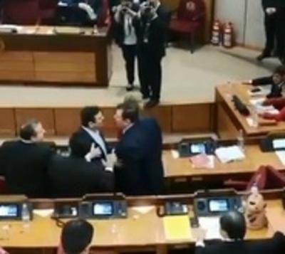 Buzarquis y Amarilla casi llegan a los golpes en el Senado