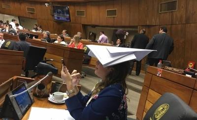 HOY / Show ¿y complicidad?: siete  intendentes se salvan de la  pesquisa gracias a diputados