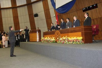 Ministro juró ante Congreso Nacional