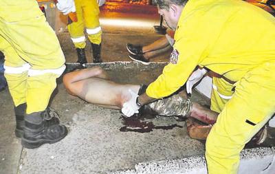 Hieren de una puñalada en la cadera a un joven
