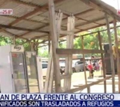 De la plaza del Cabildo a refugios: Municipalidad mueve a damnificados
