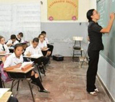Ejecutivo aprueba aumento salarial para docentes