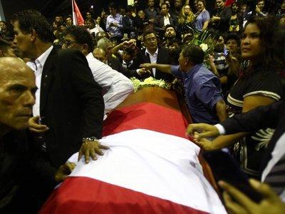 Féretro con restos de Alan García es velado en Lima