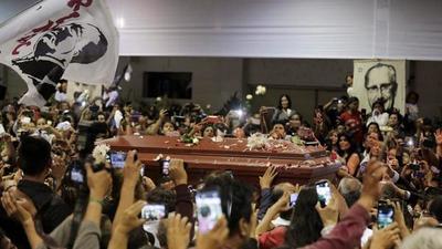 Despiden a Alan García en sede de partido Aprista Peruano