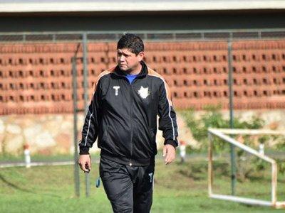 Luis Escobar dejó de ser entrenador de General Díaz