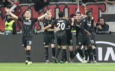 El Eintracht Frankfurt dio la nota y eliminó al Benfica