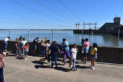 Turistas visitan Ayolas