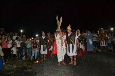 En lo alto del Cerro Ñemby, una cruz, un hombre y los creyentes cambian mi vida