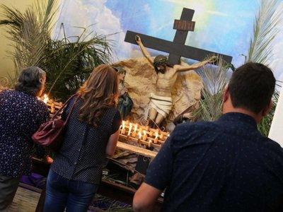 Asunción: Miles de devotos realizan popular recorrido de las 7 iglesias
