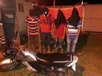 Detienen a cuatro jóvenes con marihuana y motocicleta robada