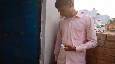 Joven se corta el dedo como castigo tras votar por equivocación