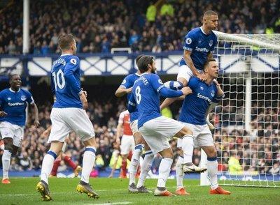 El Everton complica al Arsenal