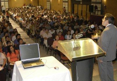 PE promulgó suba a docentes